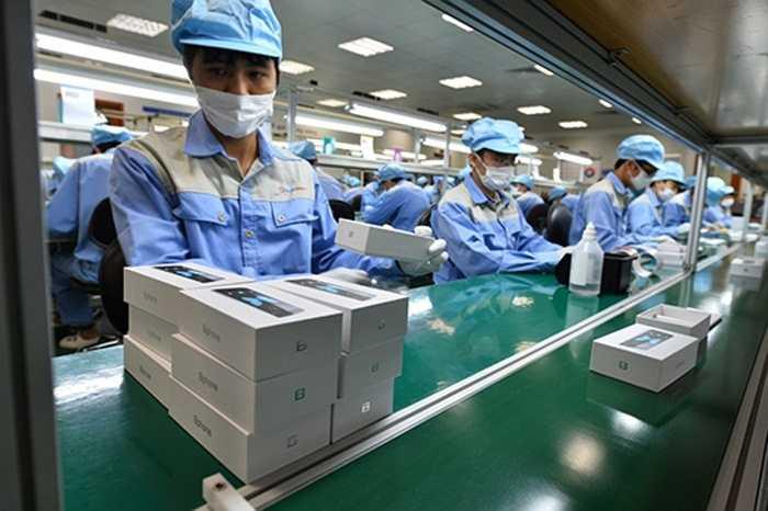 Những chiếc máy thành phẩm đang chờ được phân phối tới người dùng. Công suất nhà máy được dự đoán là chưa đủ đáp ứng cho nhu cầu thị trường
