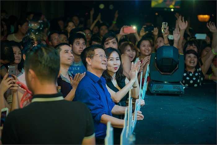 Bố Trọng Hiếu cũng có mặt trong đêm nhạc ủng hộ cho con trai. Ông nhanh chóng được mọi người nhận ra.