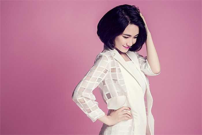 Yêu thích với những ca khúc buồn của Tiên Cookie  Hoà Minzy khá tâm đắt và đầu tư thật kĩ cho single lần đầu tiên có sự kết hợp mới mẻ này.
