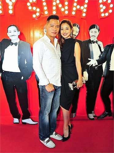 Tối qua (21/8), Jennifer Phạm đã cùng chồng đến dự sự kiện ra mắt bộ phim 'Hy sinh đời trai' tại Hà Nội.
