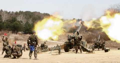Pháo binh Hàn Quốc tập trận