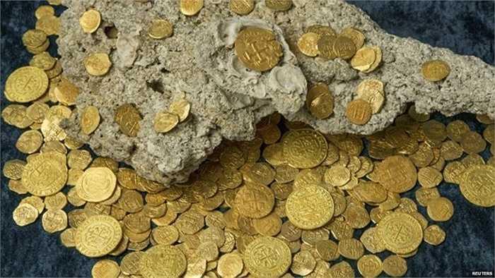 Những đồng tiền được đúc hồi thế kỷ 18 vẫn sáng loáng sau 300 năm dưới đáy biển