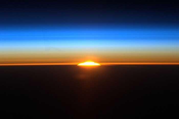Nhìn ngắm mặt trời mọc từ trạm ISS