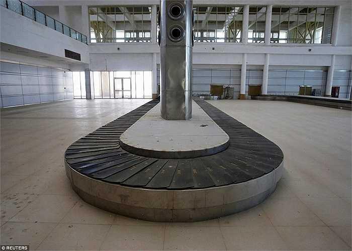 Nhà ga sân bay Jaisalmer có thể phục vụ 300,000/năm nhưng gần 3 năm nay chưa hành khách nào đặt chân đến