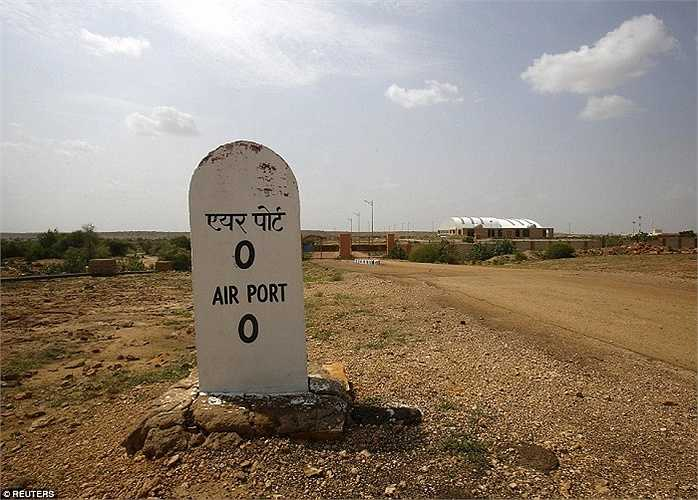 Biển thông báo sân bay không hoạt động