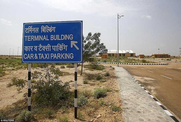 Một nhà chức trách sân bay của Ấn Độ từng cương quyết bảo vệ dự án và cho rằng sân bay Jaisalmer sẽ góp phần thúc đẩy phát triển ngành du lịch