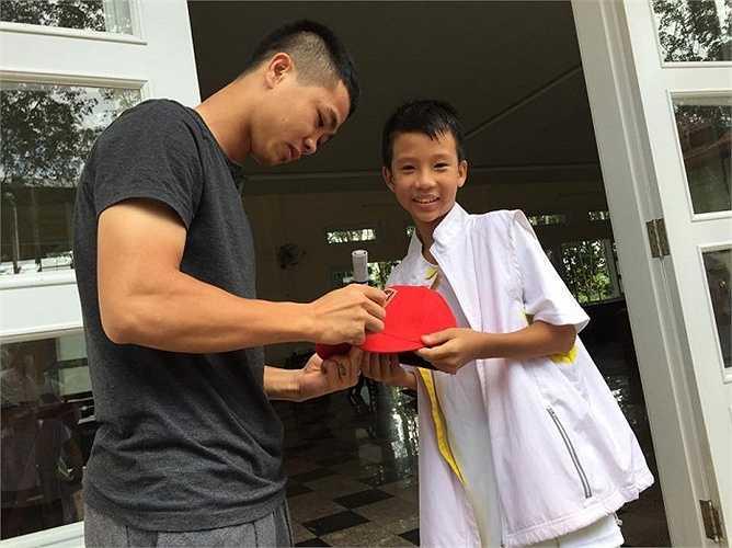 Đây là điều mà Công Phượng nên làm để gieo tình yêu bóng đá cho nhiều cậu nhóc Việt Nam