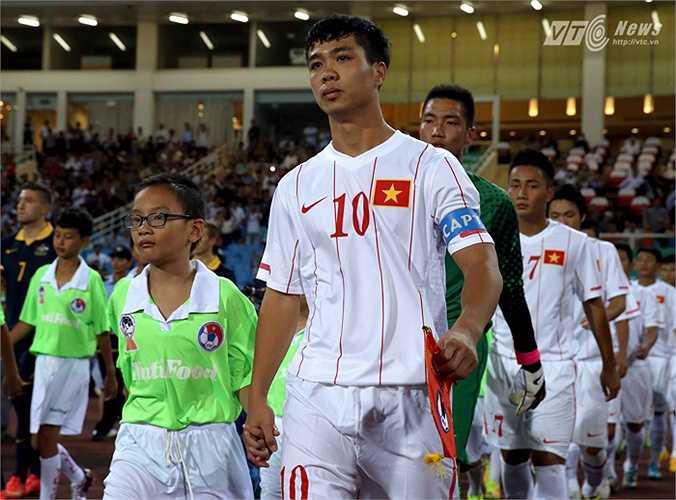7 năm sau trong màu áo U19 Việt Nam, mái tóc ấy không có nhiều thay đổi. (Ảnh: Quang Minh)
