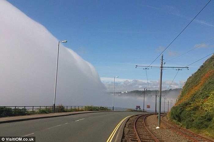 Manannan's Cloak là một màn sương mù dày đặc từ biển che kín cả những vùng đất thấp