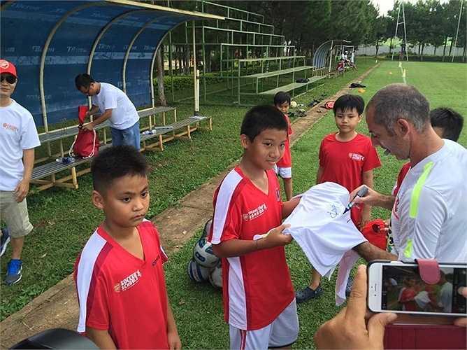Một thành viên Arsenal Soccer School tiết lộ HAGL Arsenal JMG hoàn toàn có thể tuyển tài năng từ Arsenal Soccer School nếu thấy phù hợp