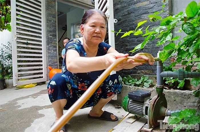Những chiếc giến khoan nhiều năm không sử dụng trở nên hữu hiệu khi Hà Nội đang 'khát' nước trầm trọng.