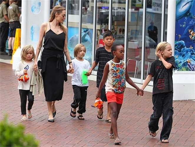 Angelina Jolie vẫn luôn là bà mẹ vĩ đại nhất Hollywood.