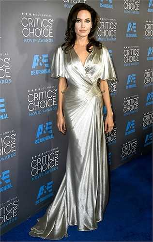 Dù gặp nhiều điều tiếng về nhan sắc nhưng Angelina Jolie vẫn là một bà mẹ lý tưởng tại Hollywood.