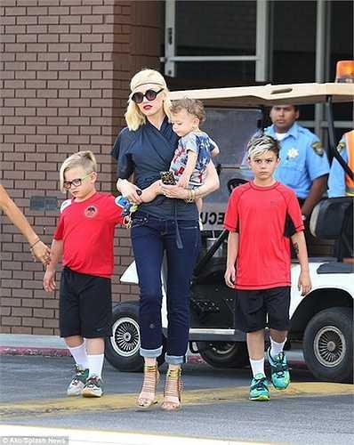 Gwen Stefani kết hôn năm 2002 và đã có 3 nhóc tì.
