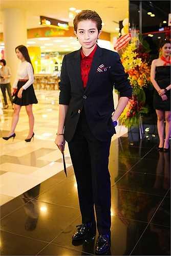 Bạn diễn của cô trong phim, Gil Lê, cũng là nhân tố bí ấn hứa hẹn gây nhiều bất ngờ khi lần đầu tham gia phim điện ảnh.