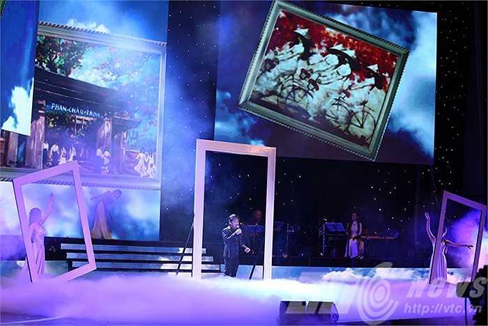 Ca sỹ Tấn Minh tiếp tục làm xao lòng khán giả đêm nhạc bằng giọng hát của mình
