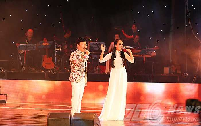 Ca sỹ Quang Linh cùng Ngọc Mai trong ca khúc 'Tuổi thơ lên năm lên ba'