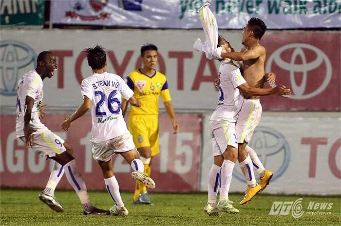 Bàn thắng của Văn Thanh ấn định chiến thắng 3-1 cho HAGL. (Ảnh: Minh Trần)
