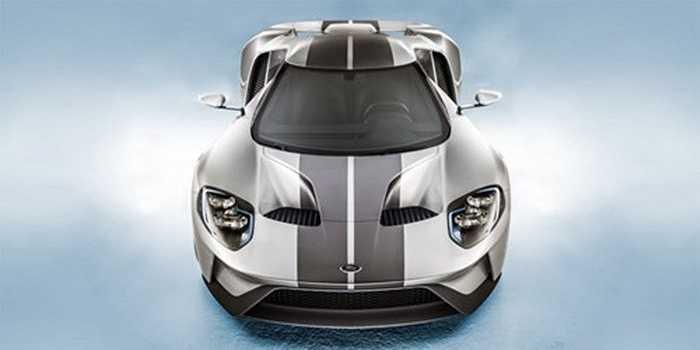 Chiếc xe thể thao Ford GT giảm bớt sự cơ bắp của Mỹ và tăng thêm những đường cong mềm mại và những nét cắt xẻ tinh tế, khiến nó trở nên đẹp xuất sắc trong làng xe hơi. Những đường uốn lượn còn khiến chiếc xe có chỉ số cản gió cực thấp, giúp hiệu quả hoạt động ở mức cao nhất khi chạy tốc độ cao.