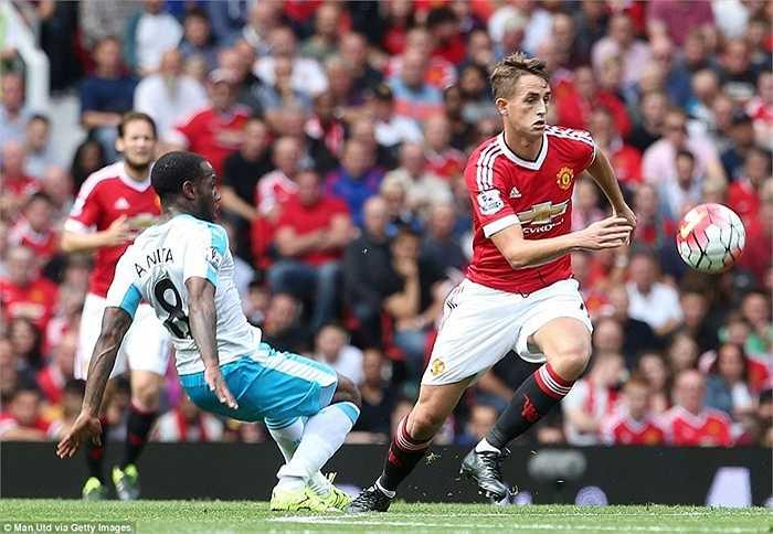 Januzaj tiếp tục được Van Gaal tin tưởng, nhưng tối qua anh gần như mất hút tại Old Trafford