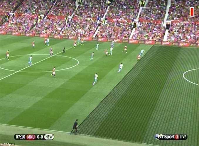 Tuy nhiên trọng tài lại không công nhận bàn thắng do cho rằng Rooney việt vị. Mặc dù vậy, ở pha quay chậm có thể thấy khá rõ là Wazza chưa hề việt vị