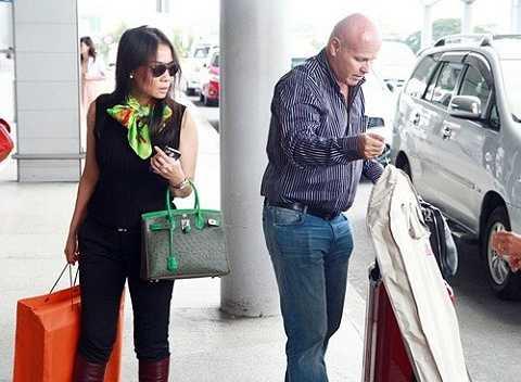 Chiếc túi Hermes da đà điểu trị giá 700 triệu đồng của Thu Minh.