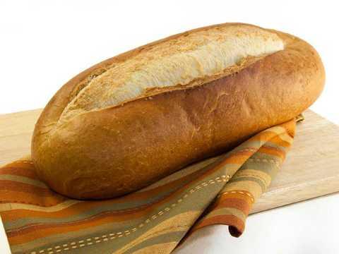 Bánh mì sẽ nhanh bị khô và cứng, xuất hiện nấm mốc khi để trong tủ lạnh