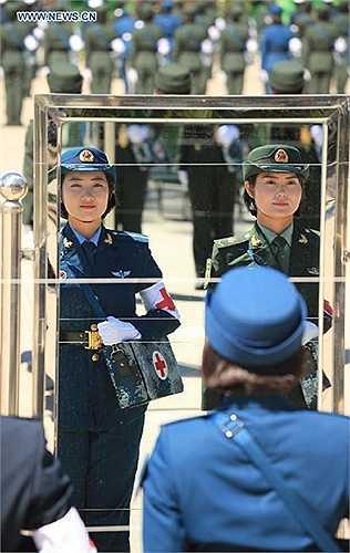 Nữ binh sĩ Trung Quốc trong buổi tập luyện
