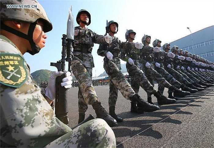 Hình ảnh trong buổi tập luyện của binh lính Trung Quốc