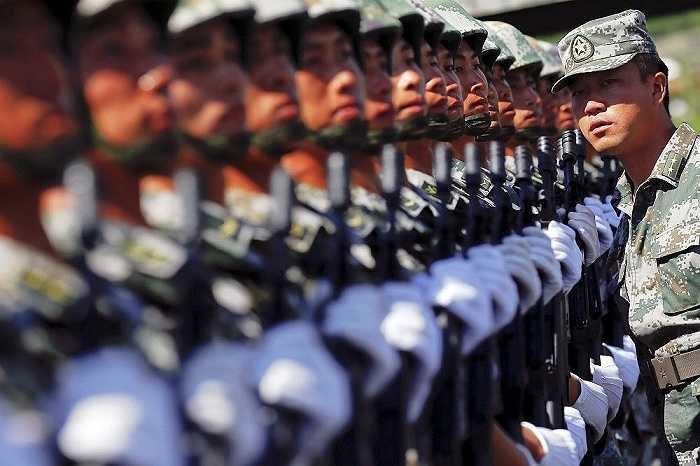 'Lễ diễu binh của Trung Quốc sẽ có sự góp mặt của các thiết bị quân sự tự chế đang phục vụ trong các lực lượng bộ binh, không quân, hải quân và quân đoàn pháo binh thứ 2 của Trung Quốc', người phát ngôn Bộ tổng tham mưu Trung Quốc Qu Rui nói
