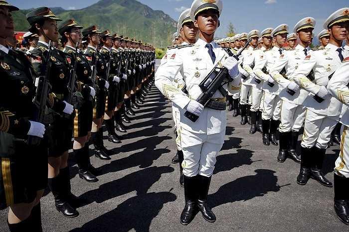 Binh lính quân đội Trung Quốc tham gia diễn tập
