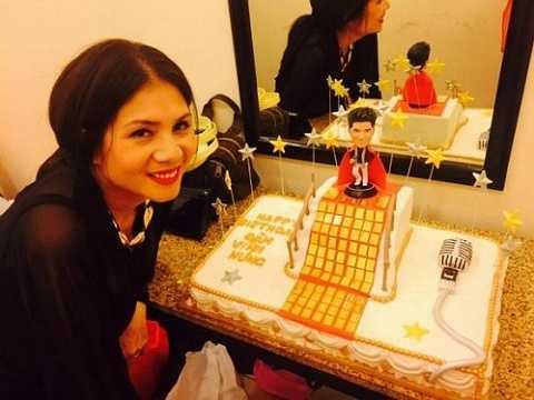 Hình ảnh chiếc bánh sinh nhật có giá trị 'khủng' của ca sĩ Đàm Vĩnh Hưng.