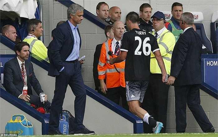 Mourinho hẳn rất thất vọng về những màn trình diễn thất vọng liên tiếp thời gian qua của Terry