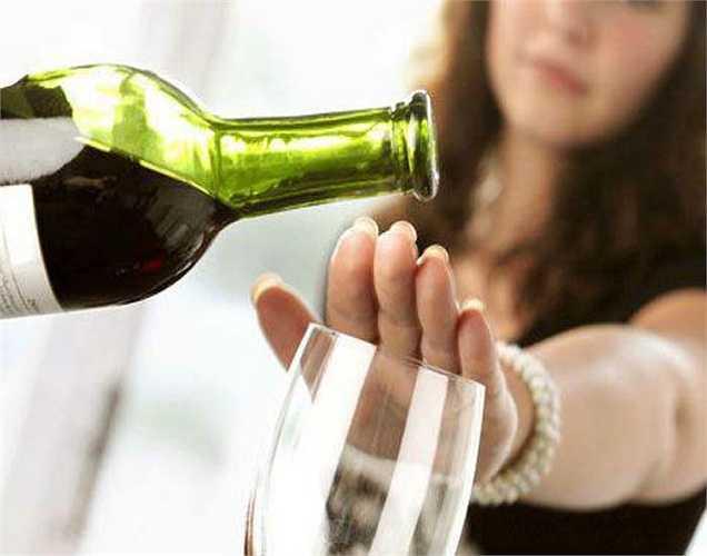 Chuyên gia y tế nói rằng một số loại ung thư có thể được ngăn ngừa bằng cách tránh uống rượu và thói quen hút thuốc.