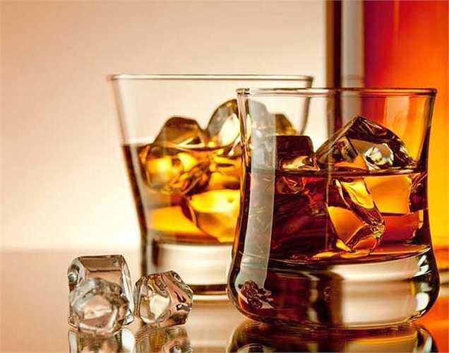 Số liệu thống kê hiện tại nói rằng những người nghiện rượu phần nhiều là nam giới, phụ nữ ít hơn.
