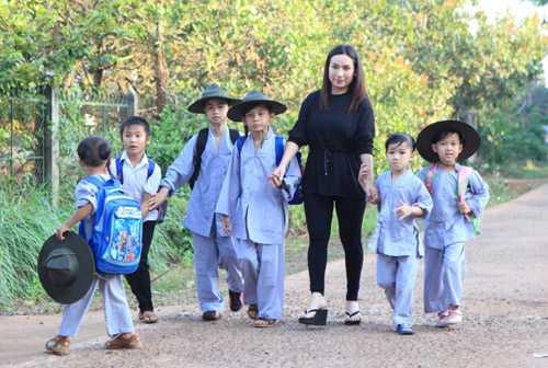 Phi Nhung hài lòng với cuộc sống ca hát và chăm sóc các con của mình.