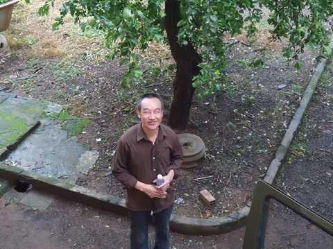 Ông Nguyễn Văn Đồng vui mừng sau khi được trả tự do. Ảnh: Nhất Nguyên