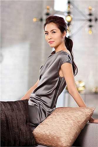 Tăng Thanh Hà được mệnh danh là ngọc nữ màn ảnh Việt. Cô thường xuyên lọt Top người đẹp tự nhiên của showbiz dù không có lợi thế vòng một.