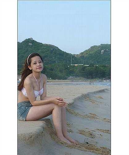 Hình ảnh quá khứ của Chi Pu cho thấy nữ diễn viên không can thiệp dao kéo vào vòng một.