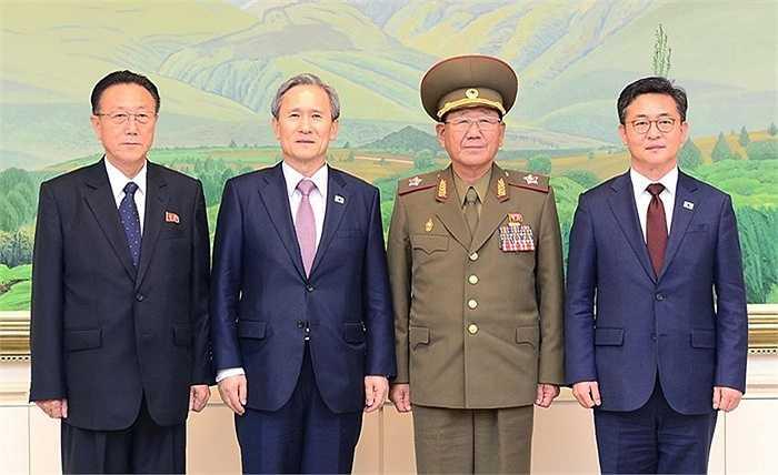 Cán bộ cấp cao Hàn Quốc - Triều Tiên hội đàm tại Bàn Môn Điếm, một ngôi làng ở tỉnh Gyeonggi, là giới tuyến phân cách Triều Tiên và Hàn Quốc