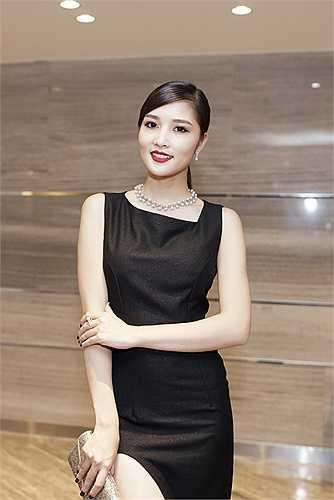 Triệu Thị Hà quyến rũ và đầy thu hút trong bộ váy đen khi tham dự đêm hòa nhạc đương đại tối 23/8 tại TP.HCM.