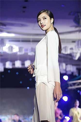 Ngắm Triệu Thị Hà sexy trong sự kiện tối qua.