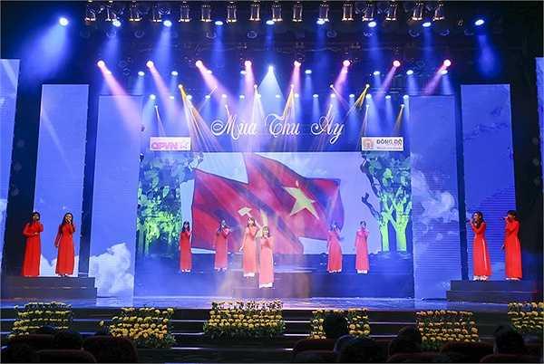 Ngợi ca Chủ tịch Hồ Chí Minh, người sáng lập Đảng, xây dựng khối đại đoàn kết toàn dân tộc làm nên chiến thắng là những ca khúc thiết tha, tự hào Tiếng hát giữa rừng Pắc Pó, Đảng là cuộc sống của tôi, Màu cờ tôi yêu…