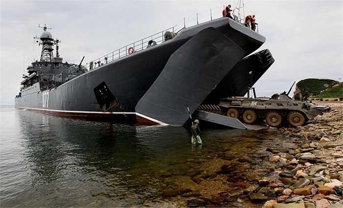 Tàu đổ bộ cỡ lớn Peresvet của Hạm đội Thái Bình Dương Nga tham gia tập trận