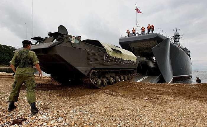 Các thiết bị đổ bộ từ tàu Peresvet