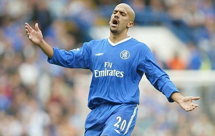 Khủng hơn cả Cuadrado là Juan Veron. Món hàng thừa của MU cập bến Chelsea với giá 15 triệu bảng, đá đúng 7 trận ở Premier League và tiêu tốn của The Blues 2,14 triệu bảng mỗi lần ra sân