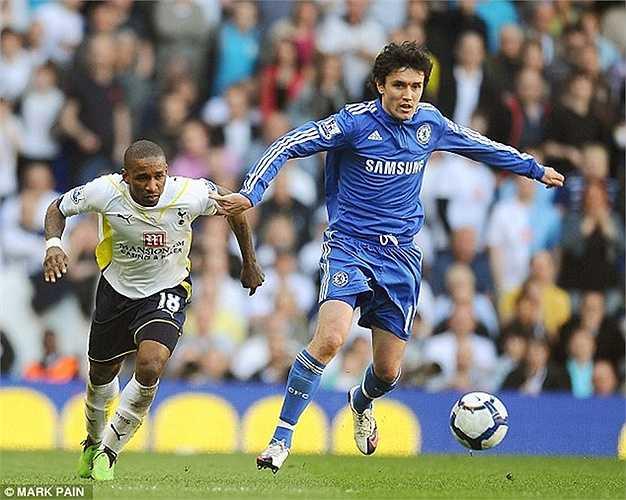 Từng được coi là Ronaldinho xứ bạch dương nhưng Zhirkov bị sốc văn hóa mạnh khi chuyển sang Chelsea. 18 triệu bảng của The Blues chỉ đổi lấy 29 lần ra sân trong 2 mùa