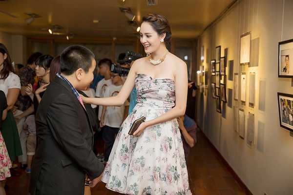 Trong buổi khai mạc, Á hậu Hoàng Anh đã đến dự và gửi lời chúc mừng đến Đỗ Nhật Nam, cậu bé mà cô rất ngưỡng mộ về tài năng.