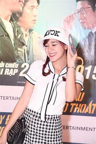 Buổi ra mắt phim còn có sự góp mặt của hot girl Hà Min, Thiện Thanh...