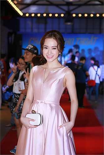 Angela Phương Trinh không hổ danh là 'nữ hoàng thảm đỏ', người đẹp lúc nào cũng rực rỡ và nổi bật.